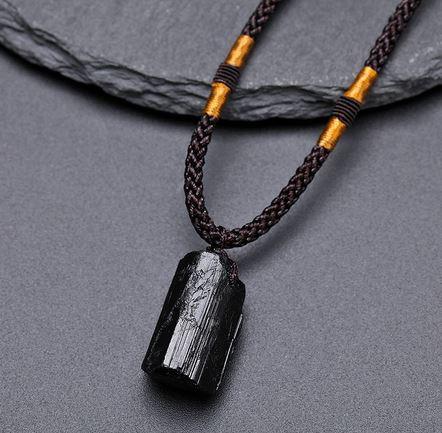 Černý krystal turmalín
